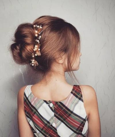 Classic Bun With Accessories