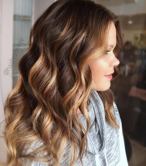 Side-Parted Hairstyle With Light Waves And Highlights