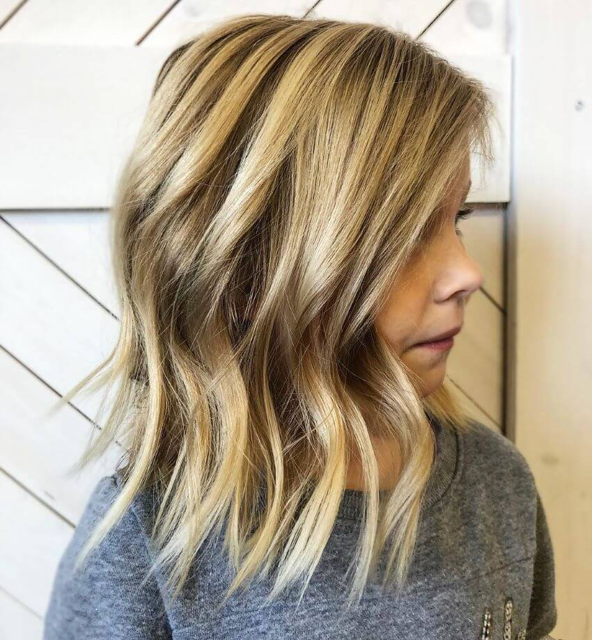 Shoulder Length Hairstyle With Layered Waves