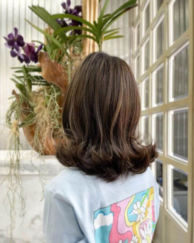 Shoulder-Length Hair With Outward Curls