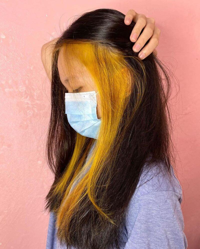 Shoulder-Length Hair With Peekaboo Highlights